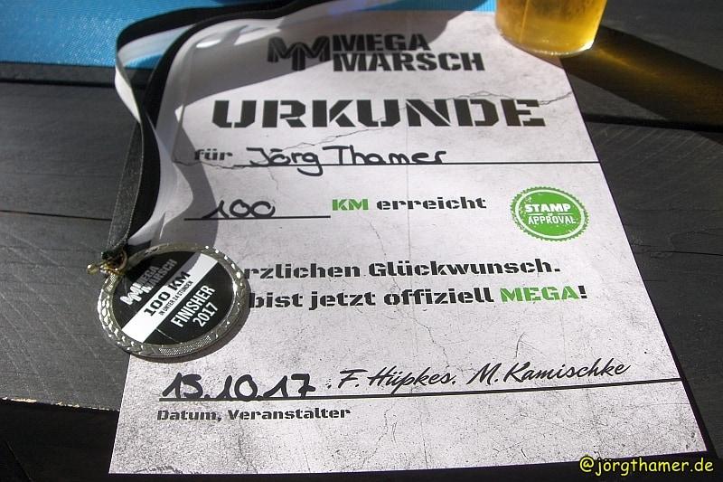 MegaMarsch-Urkunde und Finisher-Medaille