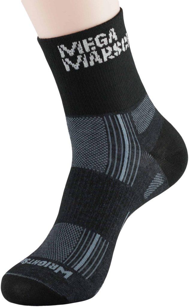 Schräge Vorderansicht der MegaMarsch-Socken von WRIGHTSOCK