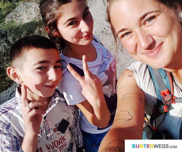 Zwei kleine Freunde in Azerbaijan